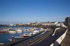 Azorene, havnepromenaden i Ponta Delgada, Sao Miguel